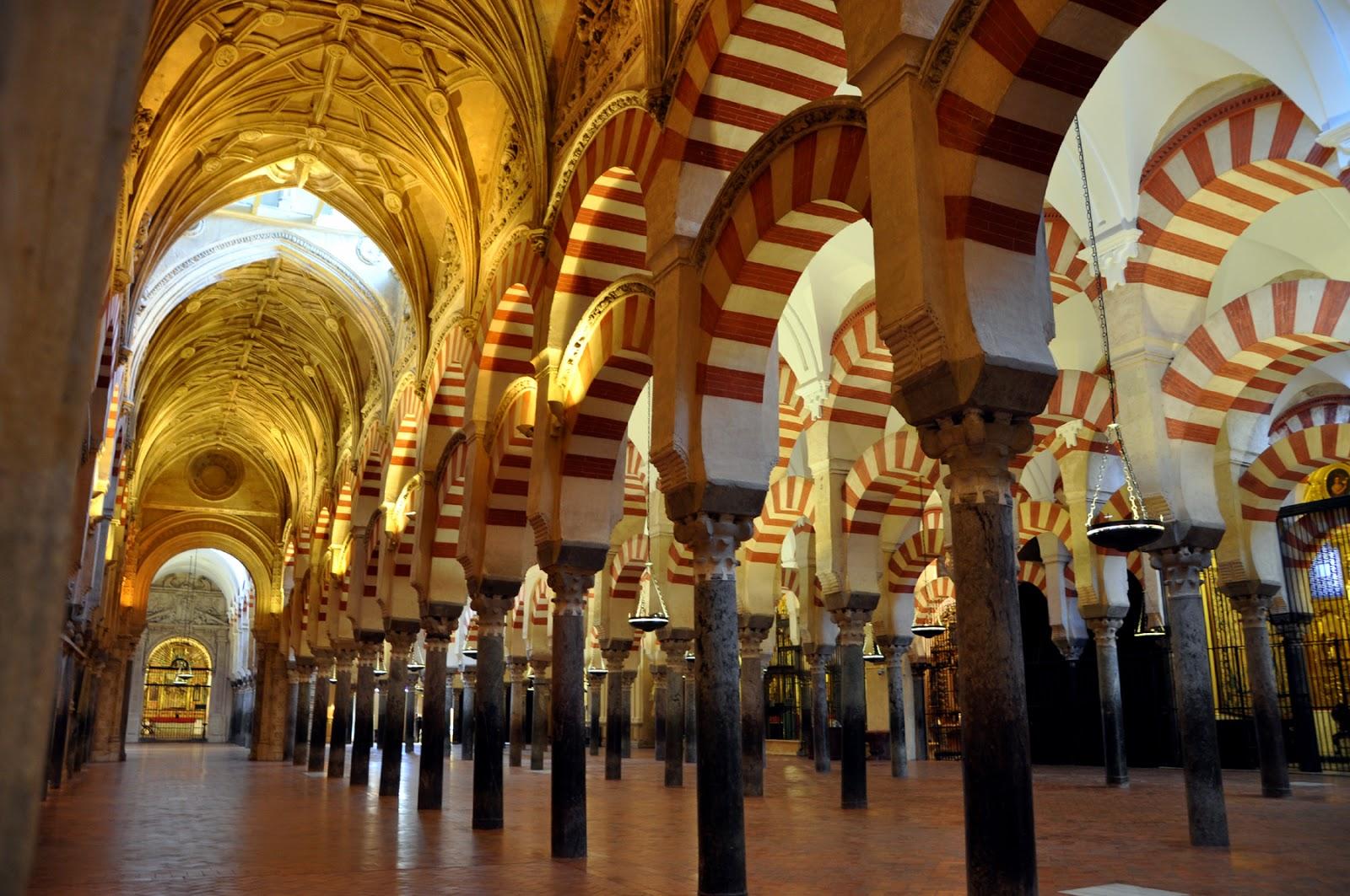 La mezquita de cordoba for Interior mezquita de cordoba